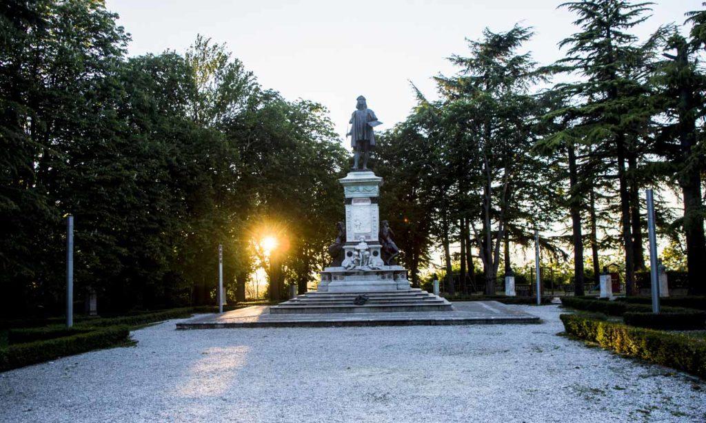 Foto statua Raffaello